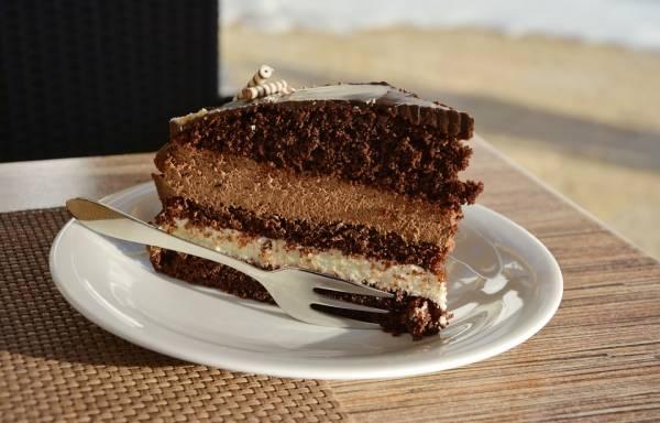 خوردن کیک زیاد