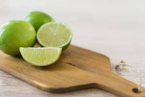 آب لیمو برای صورت