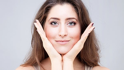 ترفندهایی ساده و موثر برای پیشگیری از افتادگی پوست و غبغب
