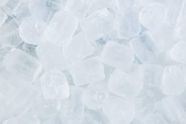 یک یخ آرایشی برای حل تمام مشکلات پوست + دستور