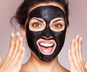 بهترین ماسک صورتی که می توان با زغال آماده کرد